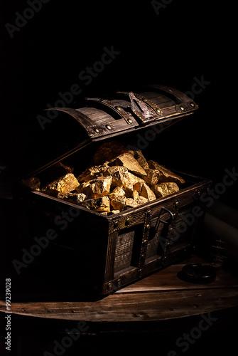 chest of gold Fototapet