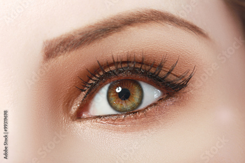 Fotografering  beautiful womanish eye
