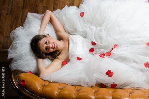 Fotografering  Sposa sul divano