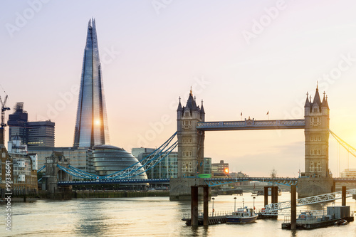 Poster Londres London, the Shard and Tower bridge at sunset