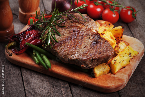 Deurstickers Steakhouse Beef steak with roasted potato