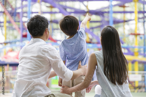 Papiers peints Attraction parc Happy young family playing in amusement park