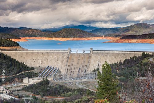 In de dag Dam Shasta Dam, California