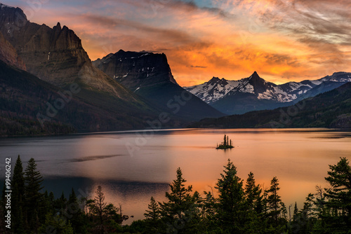 Valokuva  St. Mary Lake and wild goose island in Glacier national park