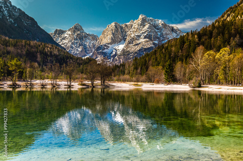 jezioro-jasna-pasmo-gorskie-kranjska-gora-slowenia