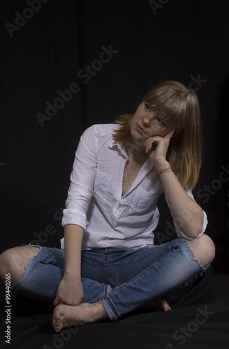 Сексуальная молодая блондинка