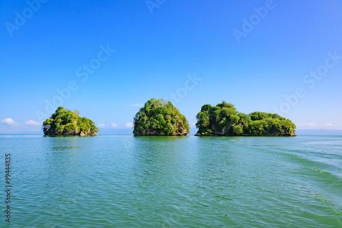Foto op Canvas Eiland Ocean island of blue water