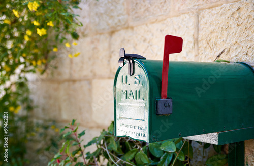 Fotomural US post mail letter box with red flag