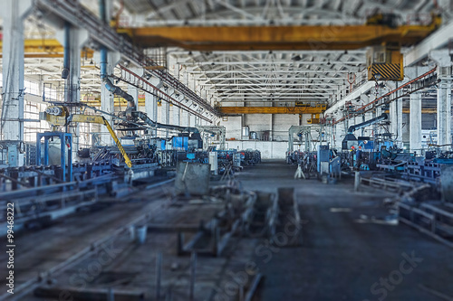 Papiers peints Les vieux bâtiments abandonnés Long industrial warehouse of pipe plant