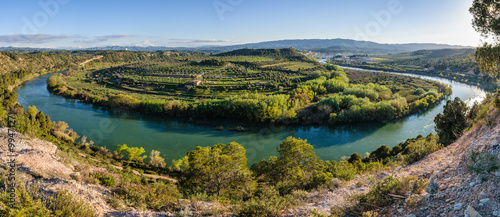 Foto auf Leinwand Fluss Curve of the Ebro River near Flix, Spain