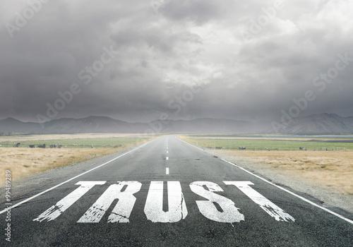 Fotografía  Trust word on asphalt road