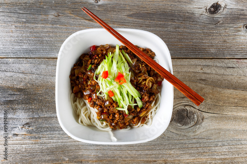 Noodle dish with spicy ground beef and vegetables ready to eat Tapéta, Fotótapéta