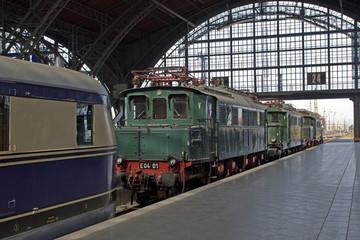 FototapetaAlte Lokomotiven im Bahnhof