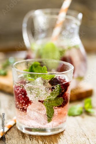 Valokuva  Cocktail with blackberry and fresh mint