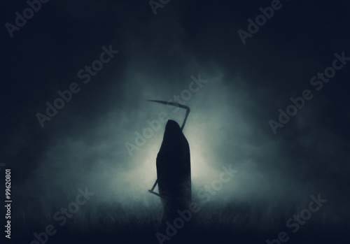 Photo Grim reaper, the death itself, scary horror shot of Grim Reaper in fog holding scythe