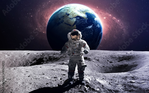 Keuken foto achterwand Nasa Brave astronaut at the spacewalk on the moon. This image elements furnished by NASA.