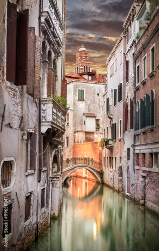 Fotobehang Kanaal Narrow canal in Venice in the evening