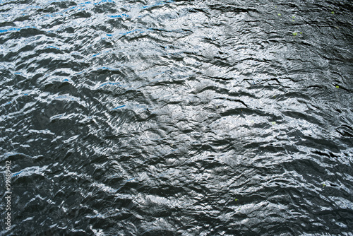Fotografía  Cold and deep water surface with ripples
