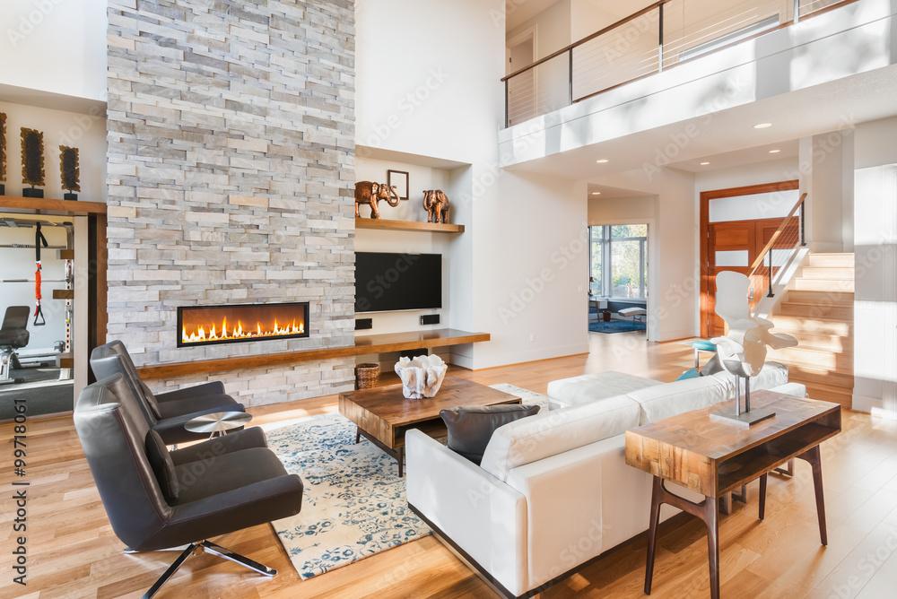 Schönes Wohnzimmer Mit Parkettboden Und Kamin In Neuen Luxus Haus Foto,  Poster, Wandbilder Bei EuroPosters