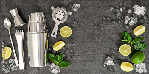 Fotografia Bar accessories. Ingredients cocktail drink lime, mint, ice