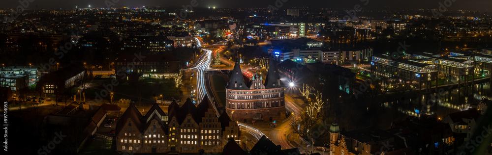 Fototapeta Panorama mit Lübecker Holstentor - obraz na płótnie