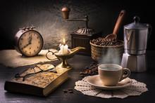 Ambientazione  Con Tazzina Di Caffè E Oggetti Vintage