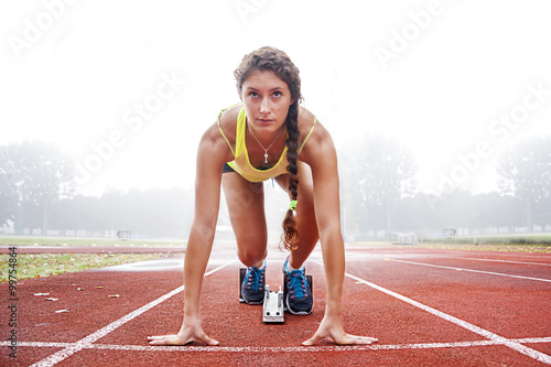 Fotografía  athlete on the starting blocks
