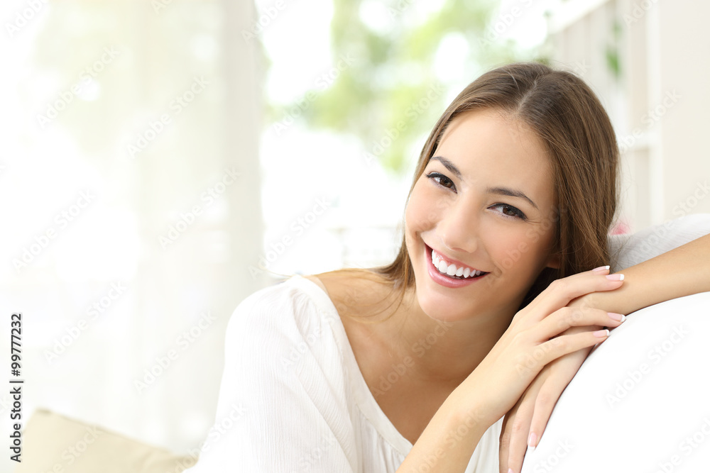 Fototapety, obrazy: Beauty woman with white smile at home