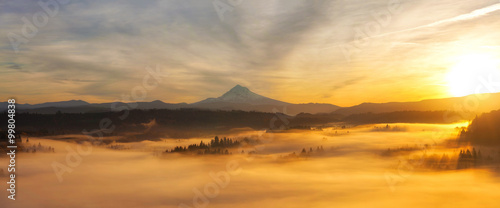 La pose en embrasure Coucher Sunrise Over Mt Hood Panorama