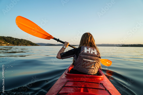 Photo  A girl Canoeing in the fjord of Oslo