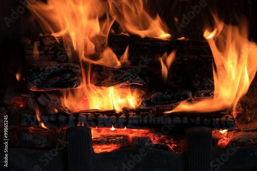 Fototapeta Ogień w kominku, płomienie, drewno. obraz