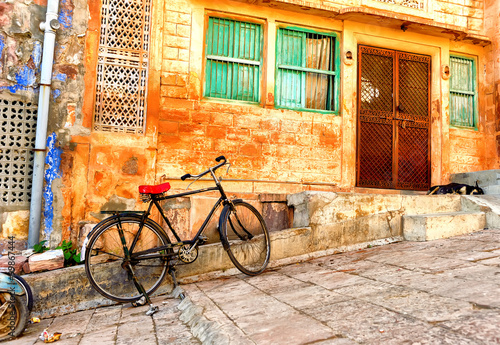 obraz dibond Street view of old quarters in Jodhpur city in India