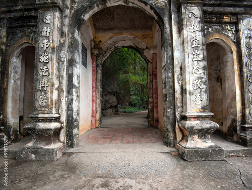 Fototapety, obrazy: Entrance to Bich Dong Pagoda in Ninh Binh in northern Vietnam