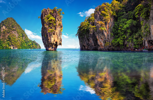 Photo sur Toile Ile Beautiful nature of Thailand. James Bond island reflects in water near Phuket