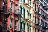 Kolorowe budynki mieszkalne w Nowym Jorku - 99899857