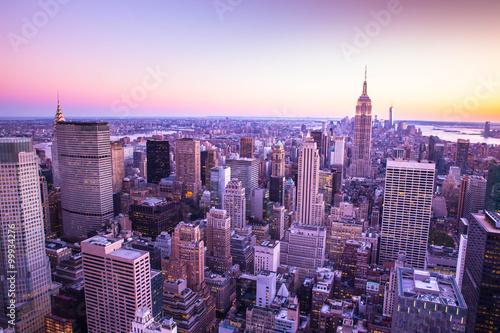 kolorowa-miasto-nowy-jork-linia-horyzontu-przy-zmierzchem