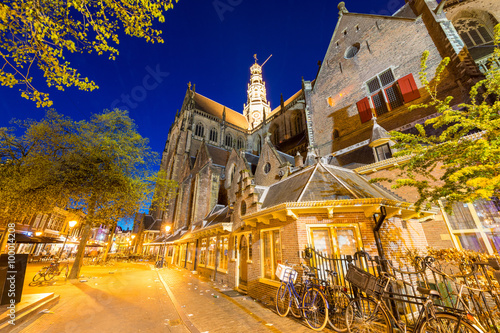 Photo  Medieval architecture of Alkmaar, night view