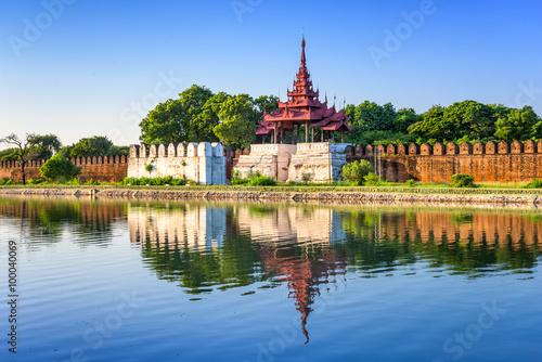 Fotografie, Obraz  Mandalay, Myanmar na palácové zdi a příkopem.