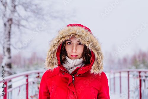Fotografie, Obraz  Девушка в красном пальто