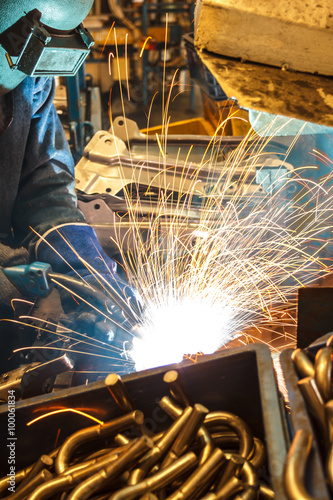 La pose en embrasure Aeroport Welding with sparks