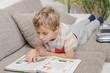 canvas print picture - Junge liest im Buch