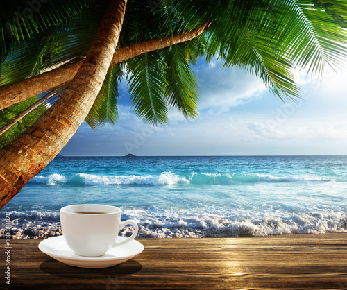 Fotomurales - beach and cup of coffee