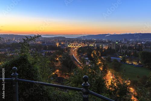 Fotomural  Biel in the sunrise