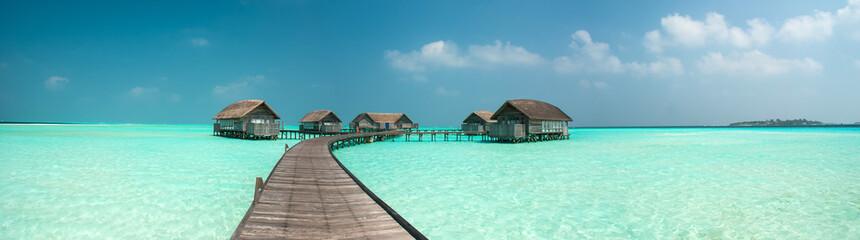 Cudowna laguna wokół wyspy na Malediwach
