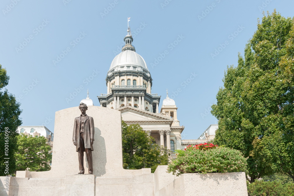 ac7034c91e Fényképezés Springfield Illinois USA statue of Abraham Lincoln in front of  State Capitol Building - az Europosters.hu