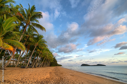Foto op Canvas Tropical strand Palm Cove Beach with Double Island, Cairns, Queensland, Australia