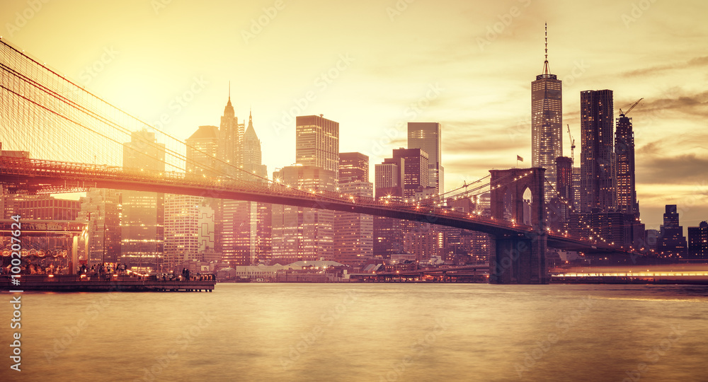 Fototapeta Retro stylized Manhattan at sunset, New York, USA.