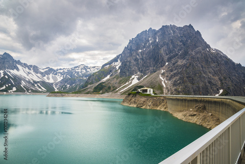 Deurstickers Dam barrage d'eau/barrage au lac Lünersee
