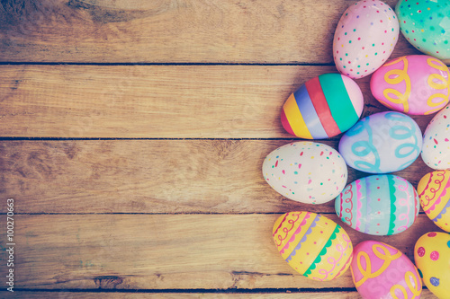 Photo  Easter eggs on wooden background with vintage tone.