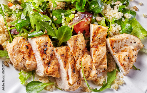plakat Quinoa and vegetable salad with grilled chicken